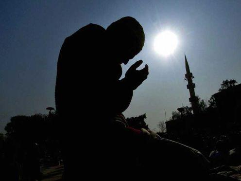PAKISTAN-ASIA-QUAKE-MUSLIMS-PRAYER